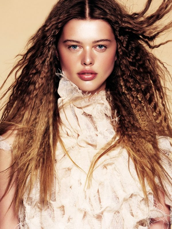 Crimped hair model in colour